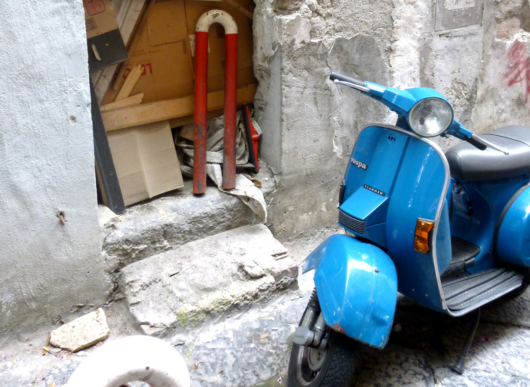 unkept side street in Naples Italy with Seen by Solomon travel blog