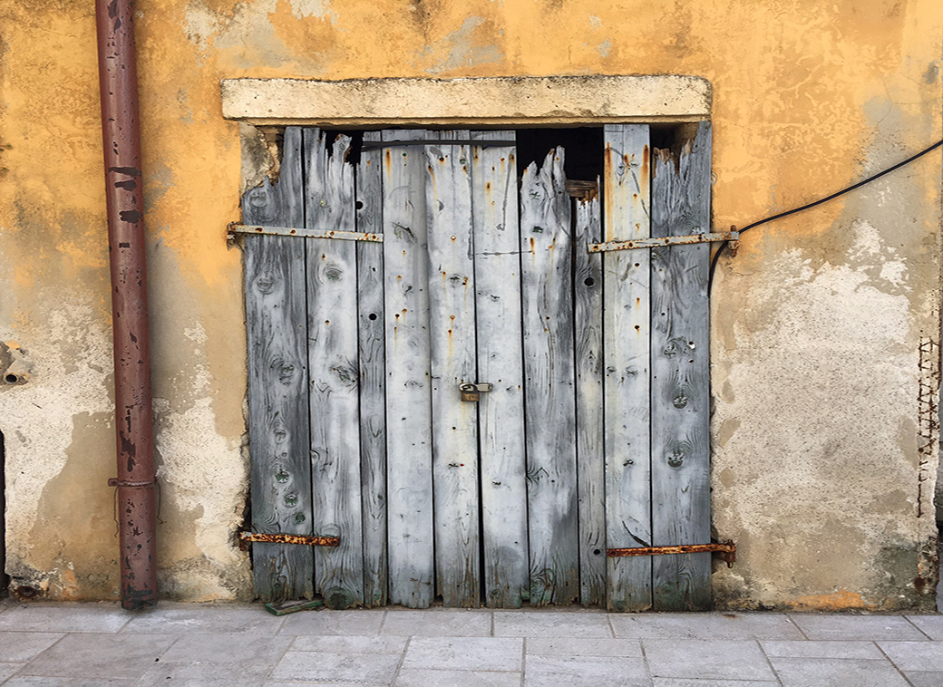 doors and doorways with Seen by Solomon travel lifestyle blog