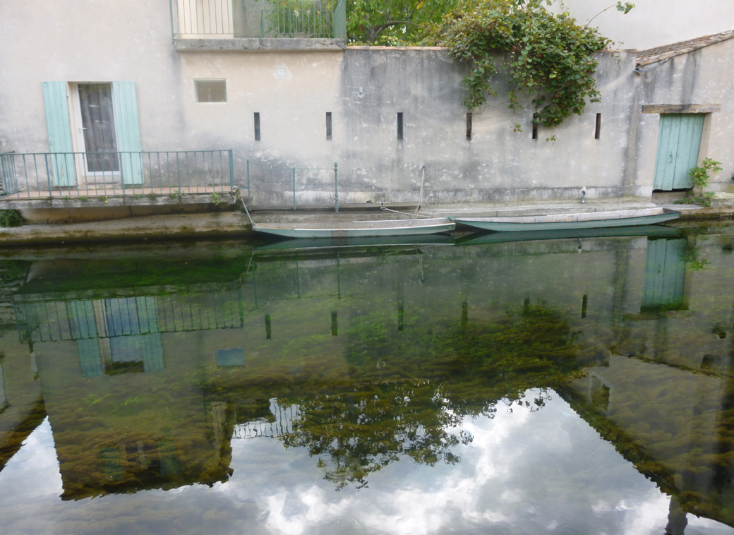 L'isle Sur la Sorgue in Provence France with crystal clear moat and picturesque scenes with Seen by Solomon travel blog